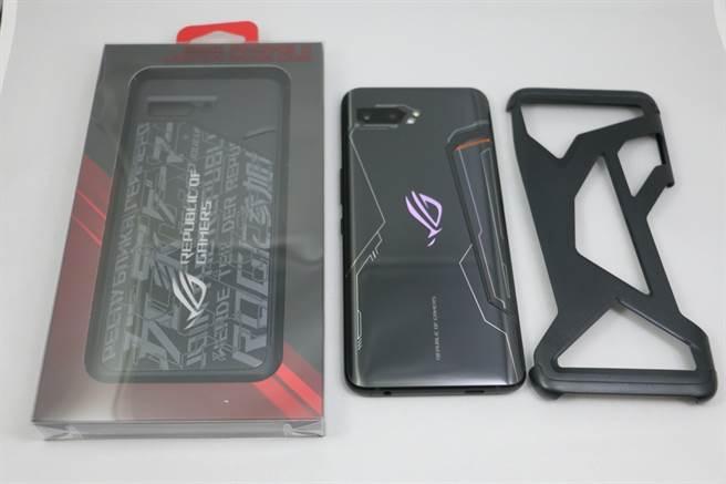 ROG Phone II的炫光智慧保護殼與Aero專屬保護殼。(圖/黃慧雯攝)