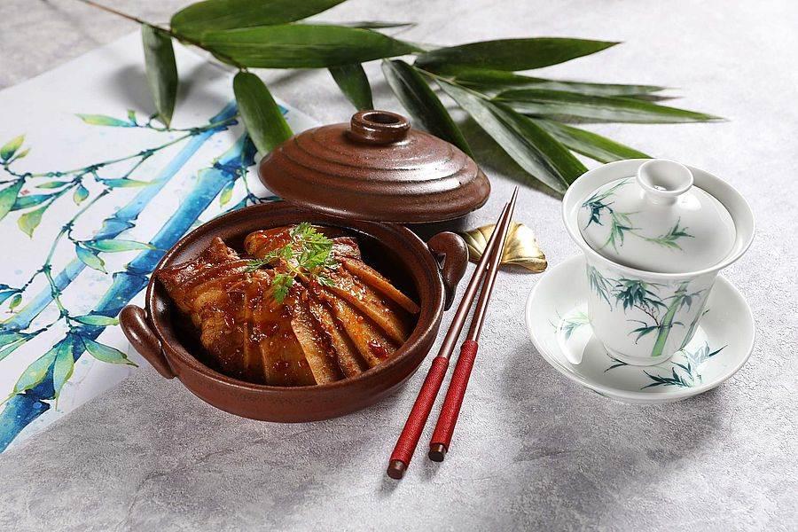 豆瓣竹筍燜花肉。(圖取Mega 50官網)
