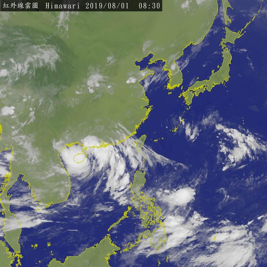 中央氣象局表示,目前關島、菲律賓海面,屬於熱帶性低壓帶,目前有二個熱帶擾動,下周若增強為熱低壓,有可能成颱。圖為衛星雲圖(翻攝中央氣象局)