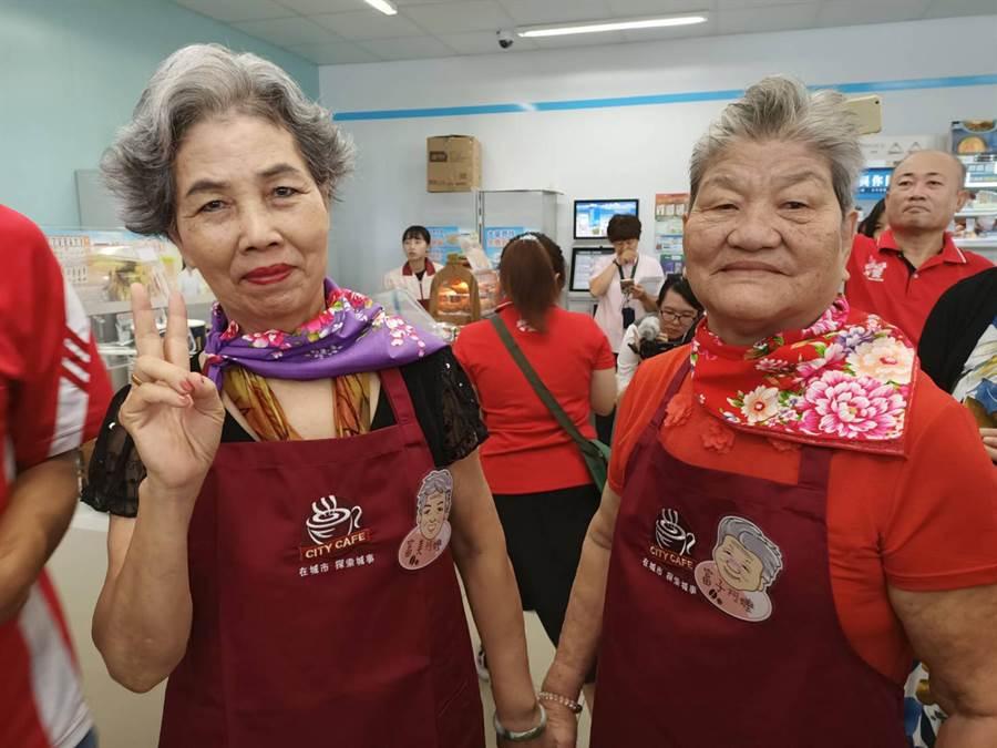 77歲富美阿嬤(左)75歲富子阿嬤(右)。(張毓翎攝)