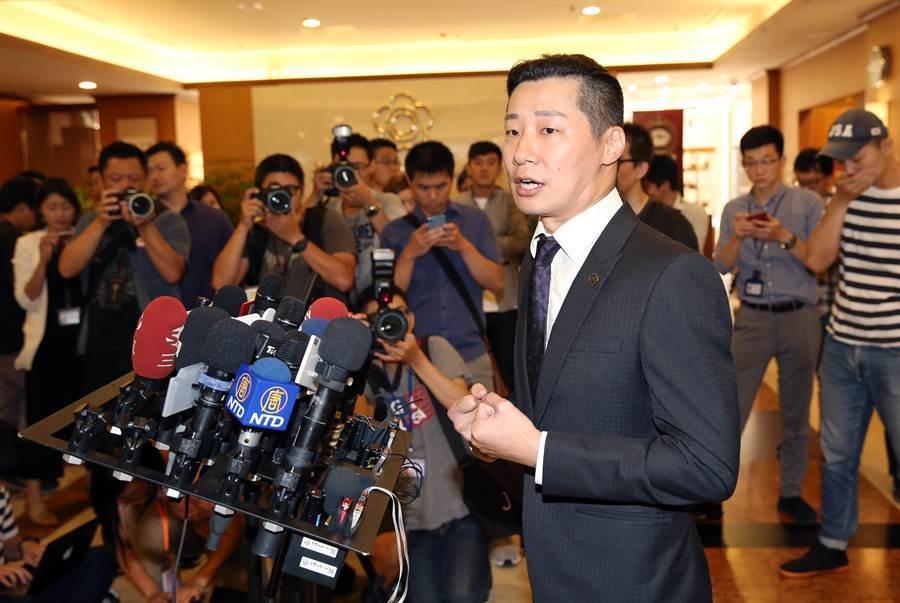 立委林昶宣布退出時代力量,以無黨籍身分投入台北市中正萬華區立委選戰。(圖/姚志平攝)