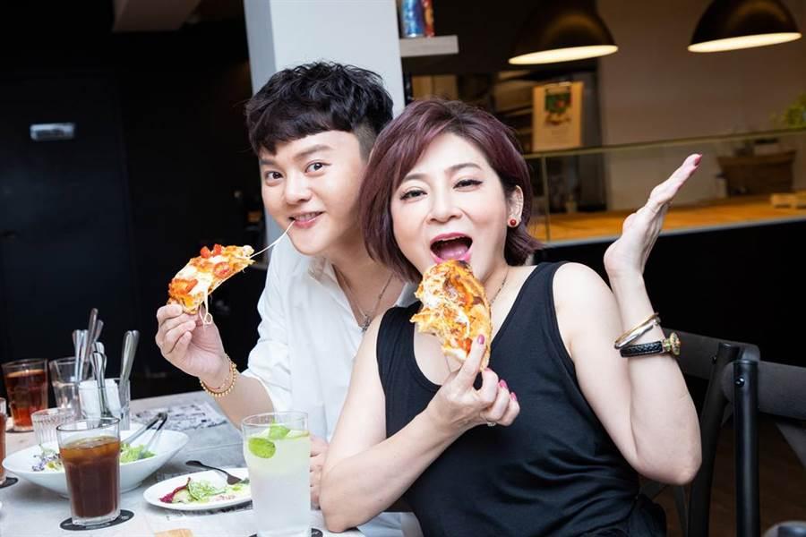 許富凱請粉絲吃飯,王彩樺驚喜現身加菜。(圖/LiTV提供)