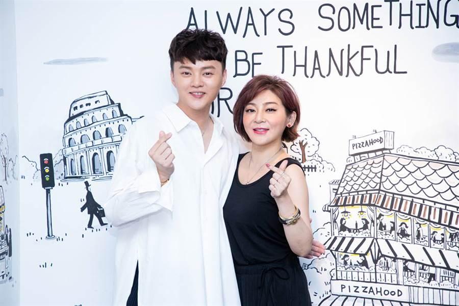 王彩樺刻意比許富凱早到,幫忙加菜怕大家吃不飽。(圖/LiTV提供)