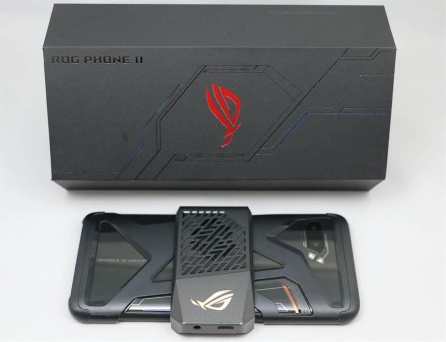 ROG Phone II手機搭配AeroActive II空氣動力風扇及Aero專屬保護殼。(圖/黃慧雯攝)