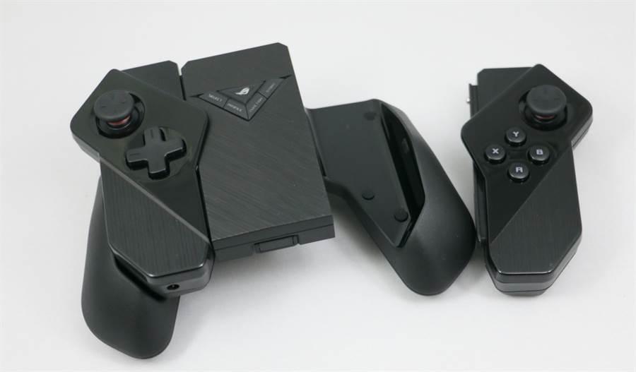 ROG Phone II全新配件:Kunai GamePad遊戲控制器。手柄可與專屬底座搭配成為獨立遊戲手把。(圖/黃慧雯攝)