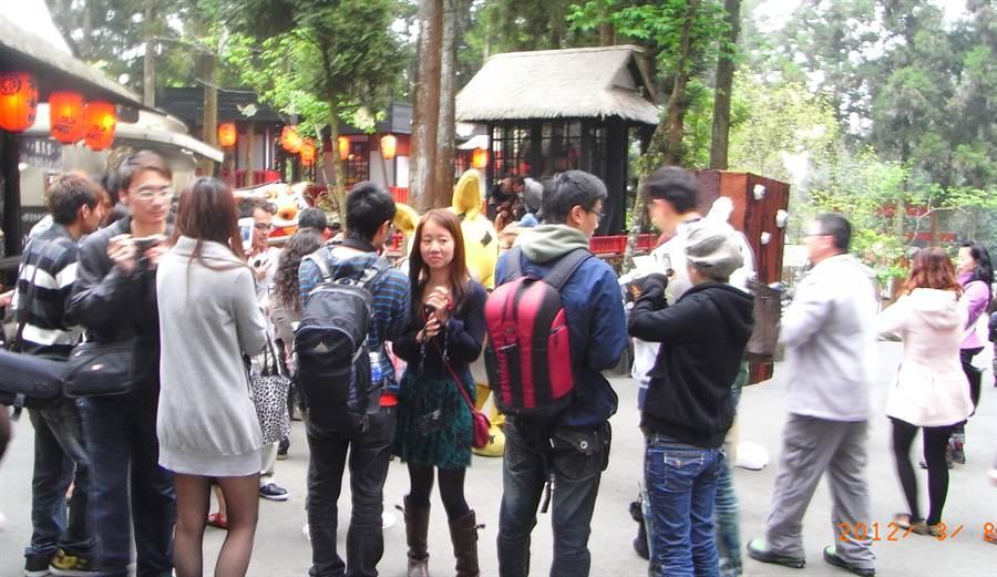 南投縣的溪頭及妖怪村,是大陸自由行遊客主要觀光旅遊景點。在大陸全面限縮自由行遊客來台後,客源勢必造成重大影響。(圖/中時 楊樹煌攝)