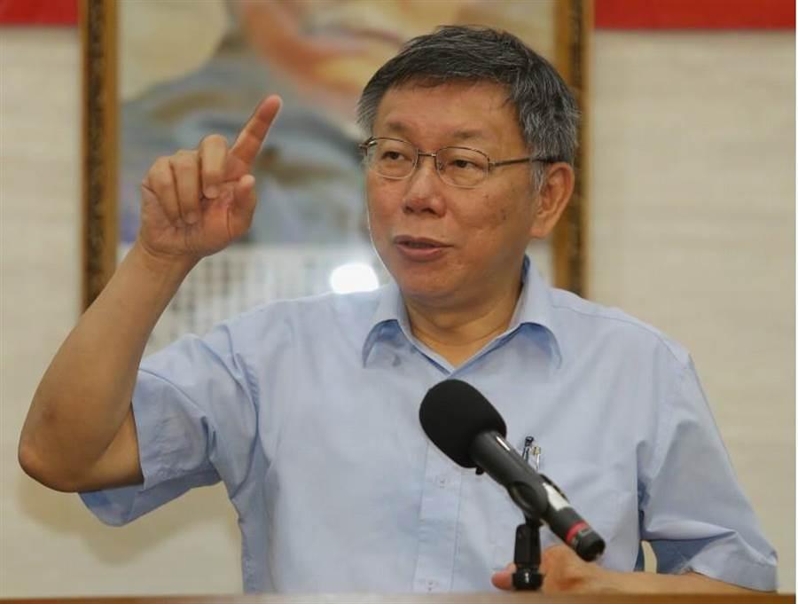 台北市長柯文哲1日召開記者會宣布籌組新政黨「台灣民眾黨」,將在8月6日正式召開黨員大會。(季志翔攝)