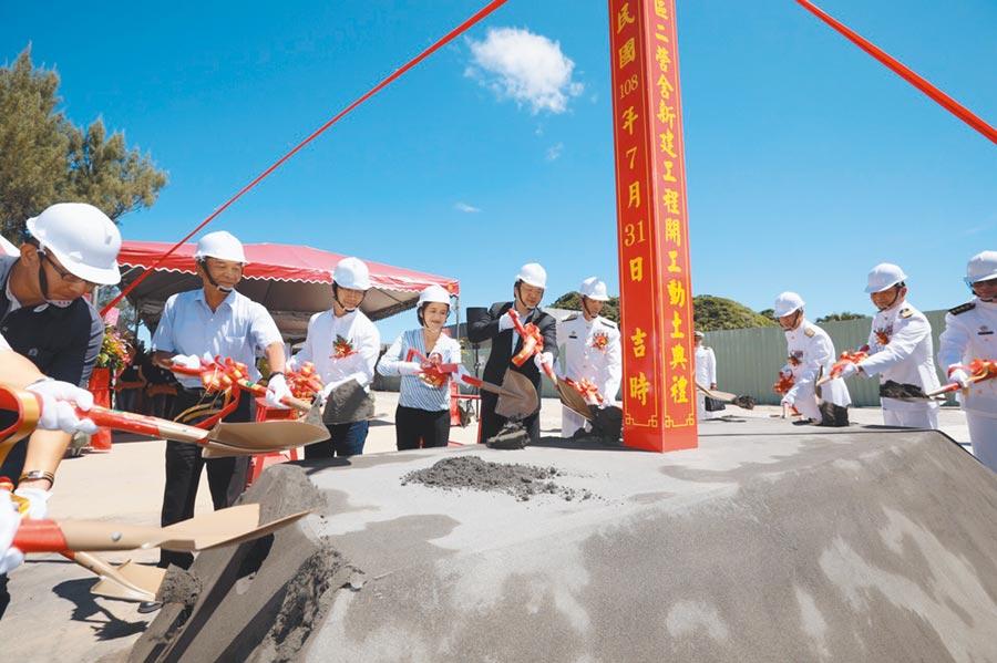 海軍和平營區二營舍新建工程預計明年5月完工後進駐,太平輪海難紀念碑也將完全解禁。(許家寧翻攝)