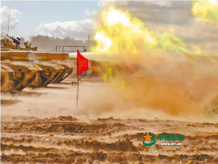 7月30日,赴俄羅斯參加「國際軍事比賽─2019」「坦克兩項」專案的中方參賽隊在阿拉比諾賽場進行校炮。(取自中國軍網)