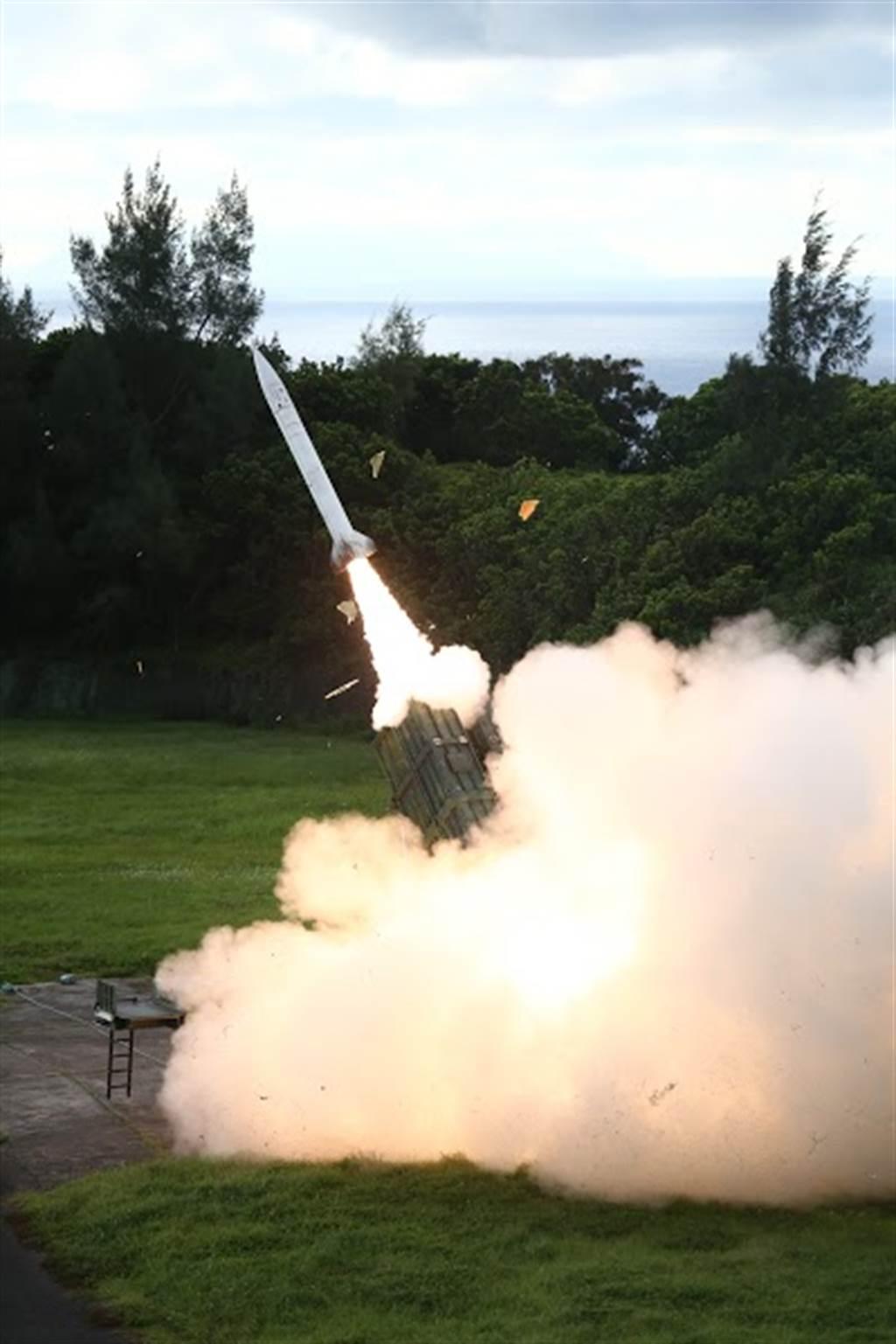 軍備局代工飛彈推進劑發生閃燃意外,鋁粉桶一開就閃燃,205廠釀3傷原因曝光。〈國防部提供〉