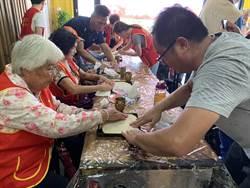 華山基金會金湖站5周年  邀長者動手做老外「煎餅」