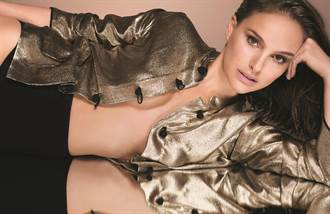 女神娜塔莉波曼24小時持妝 全靠迪奧超完美柔霧光氣墊粉餅