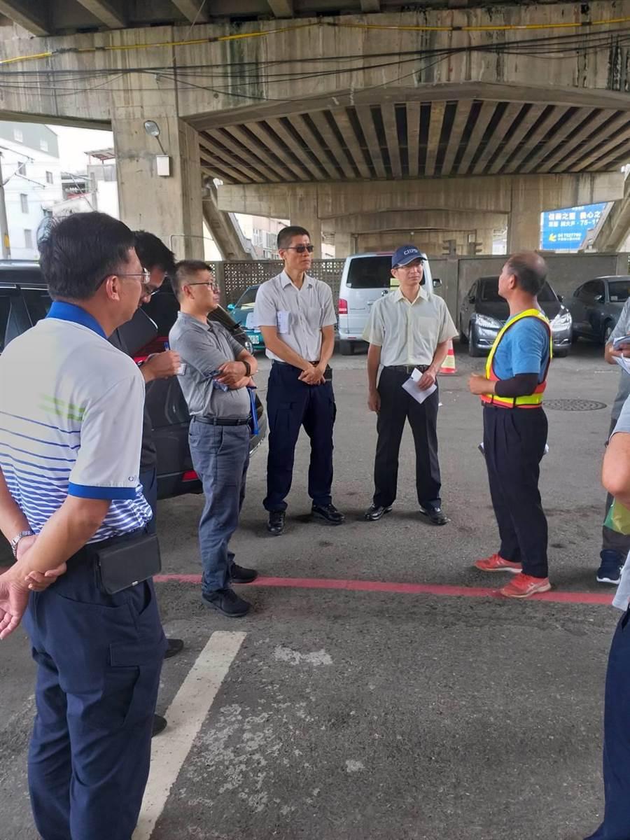 交通流量大的彰化市中央陸橋將施工,連續11天封閉西行車道。(吳敏菁翻攝)
