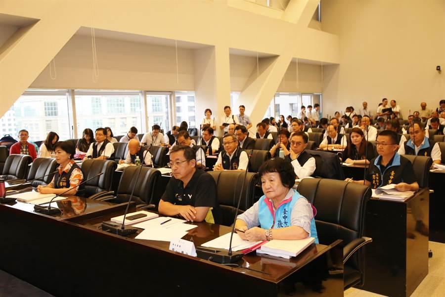 台中市議會2日舉行程序委員會,討論第3屆第2次臨時會議事日程,會中決議8月7日至15日召開臨時會。(盧金足攝)