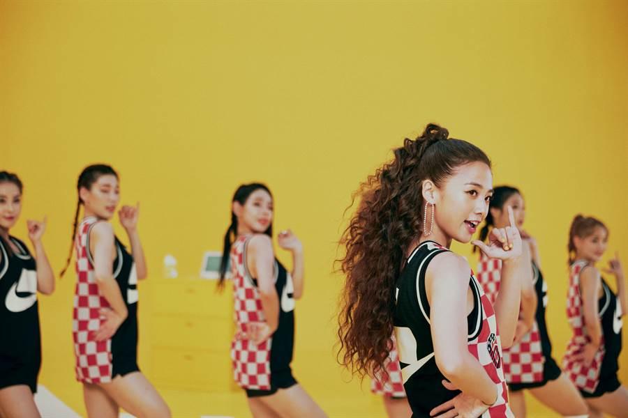 為了單曲《啦咪啦咪》,鬼鬼特別到南韓閉關練舞。(鬼鬼吳映潔工作室提供)