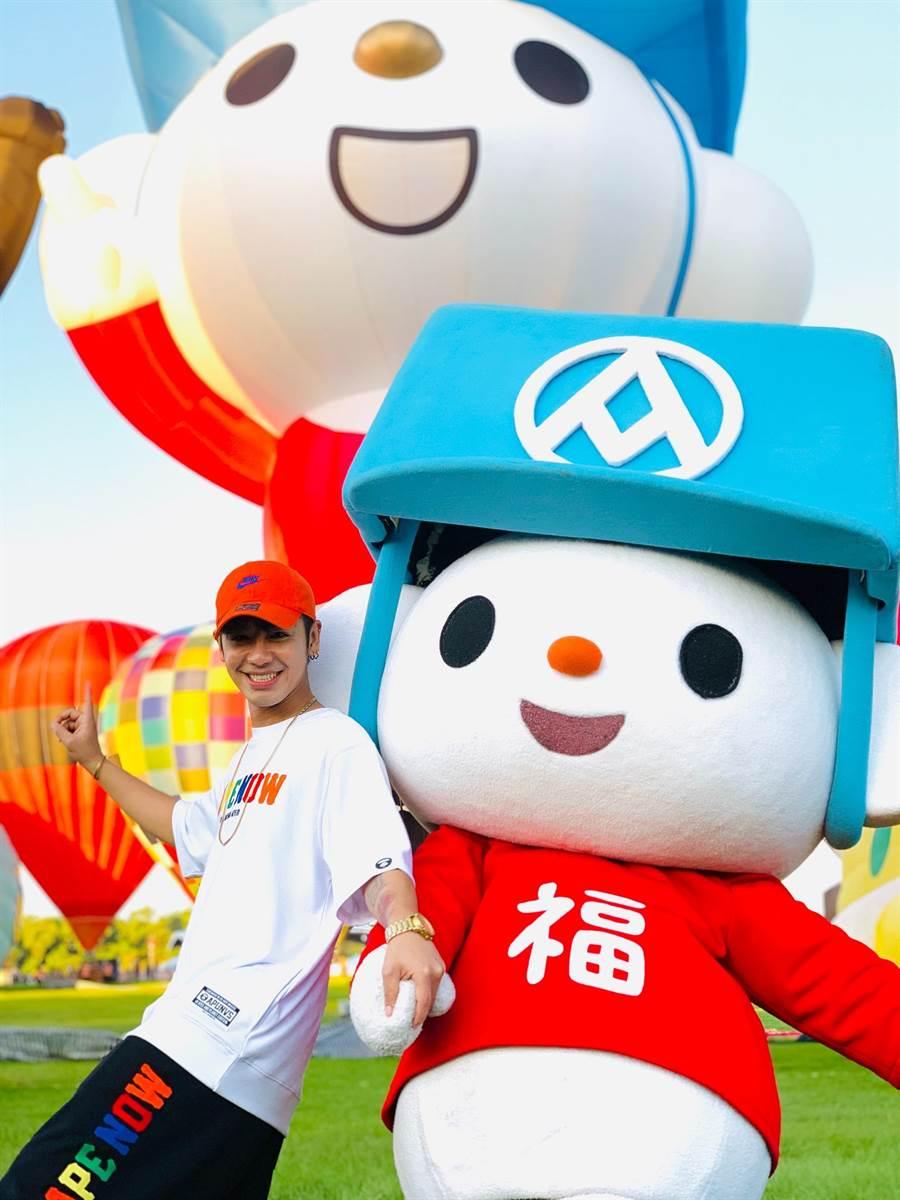 鼓鼓和福利熊是好麻吉,6月底一起在台東為「台灣國際熱氣球嘉年華」揭幕。(全聯提供)