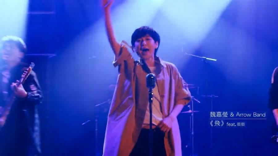 「2019超犀利趴10破天驚」影片邀來魏嘉瑩演出,描述每個成功的音樂人,最初都因為一個舞台被看見,犀利趴是下一個發光發熱的開始。(翻攝自網路)