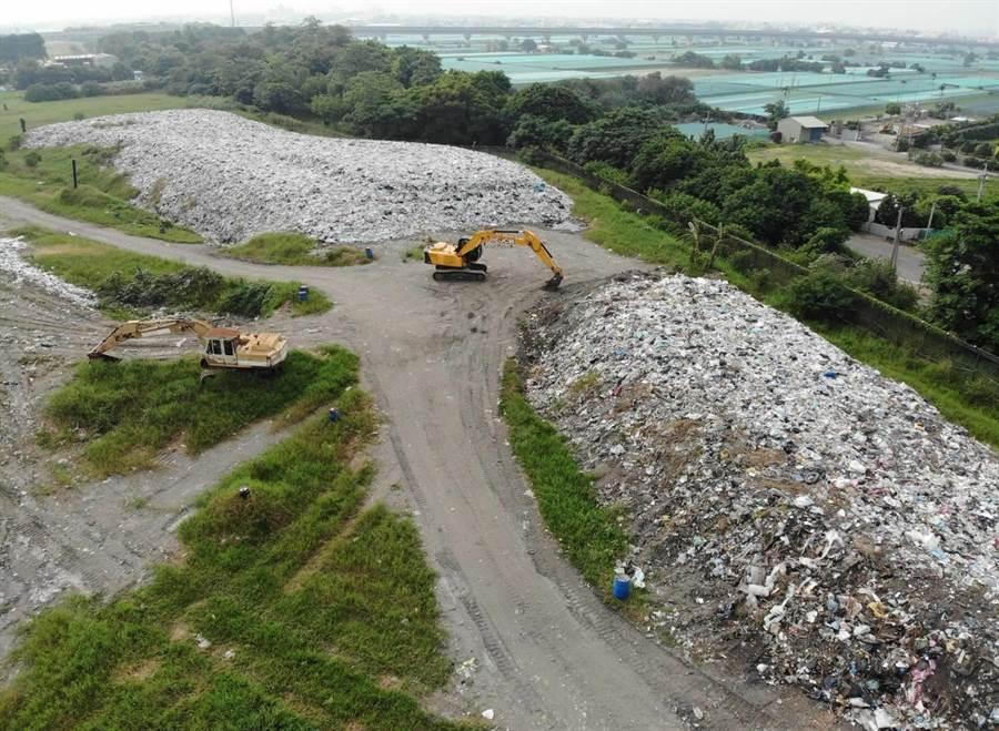 西螺鎮垃圾也是堆積如山。(周麗蘭翻攝)