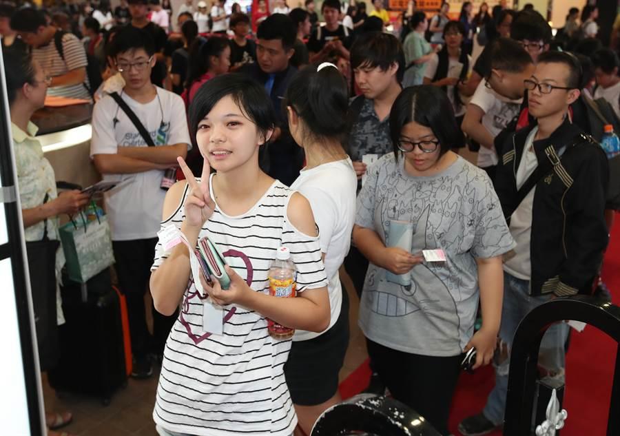 一名動漫迷今年首次來到漫博,即排在百位粉絲前,搶先進入會場搶購商品