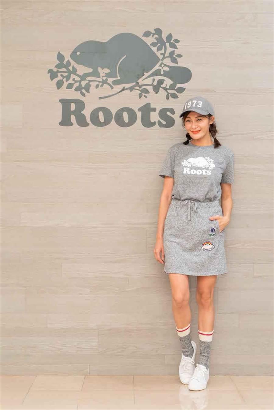 S&P基本款庫柏海狸短袖T恤1480元,立體貼布毛圈布短裙1880元,1973棒球帽1280元。(Roots提供)