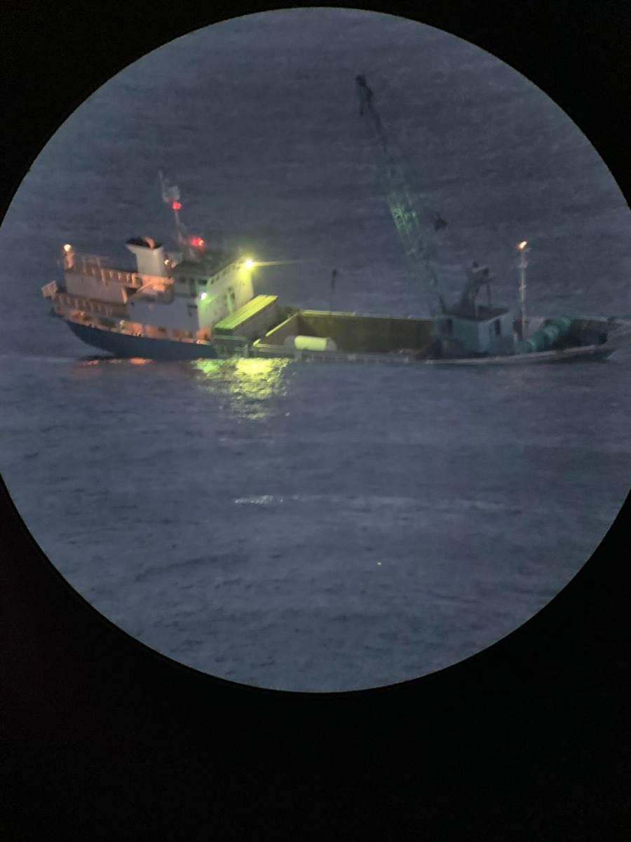 金馬澎分署緊急成立應變中心,漏夜監控最新狀況,嚴防發生海域汙染。(海巡署提供)