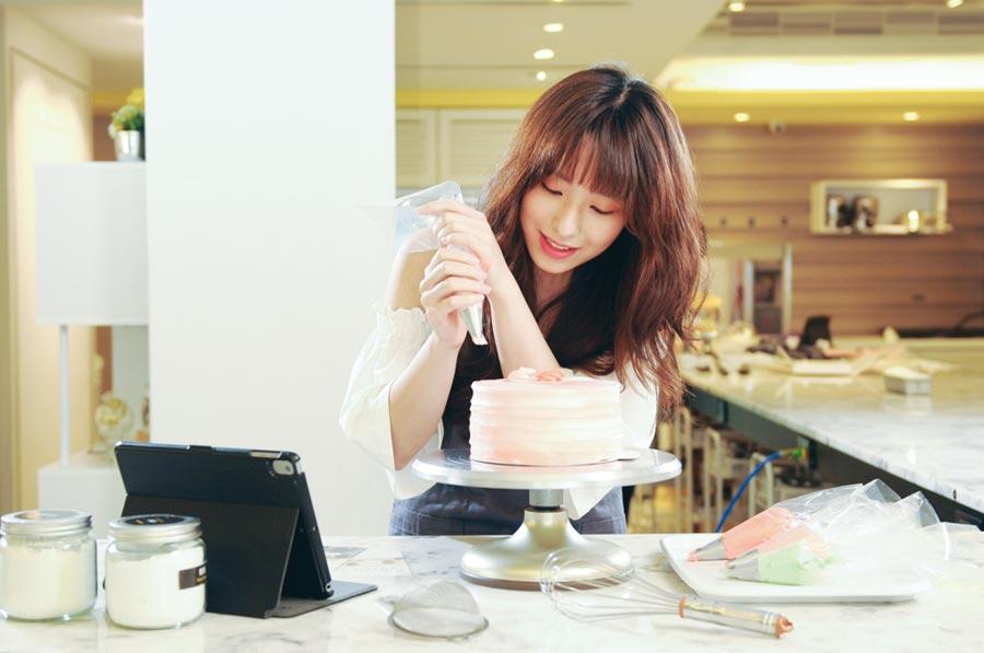Funsiamo烘焙體驗,民眾可以親自手作蛋糕。圖/京站提供