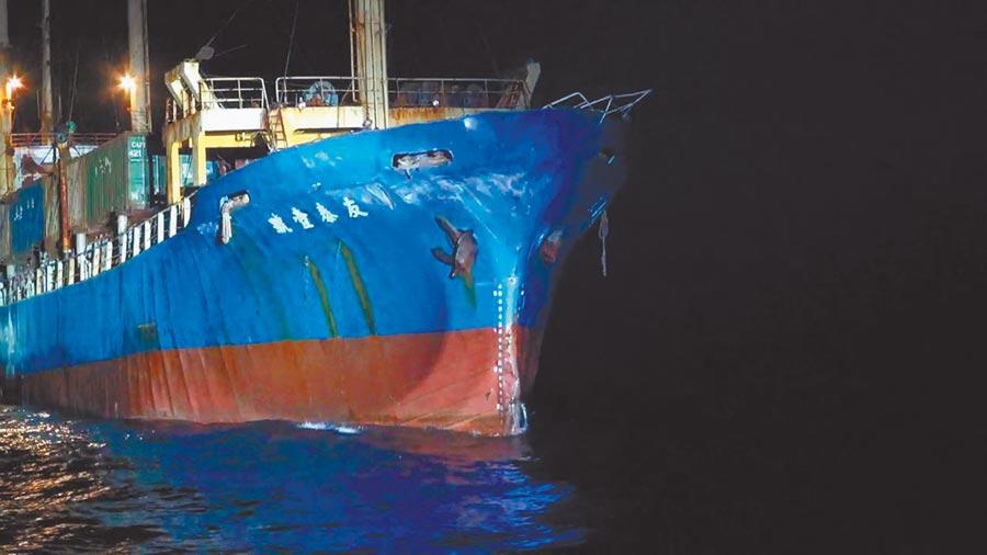 「友泰壹號」右船首遭擦撞受損,後續將循兩岸海事糾紛機制處理。(海巡隊提供)