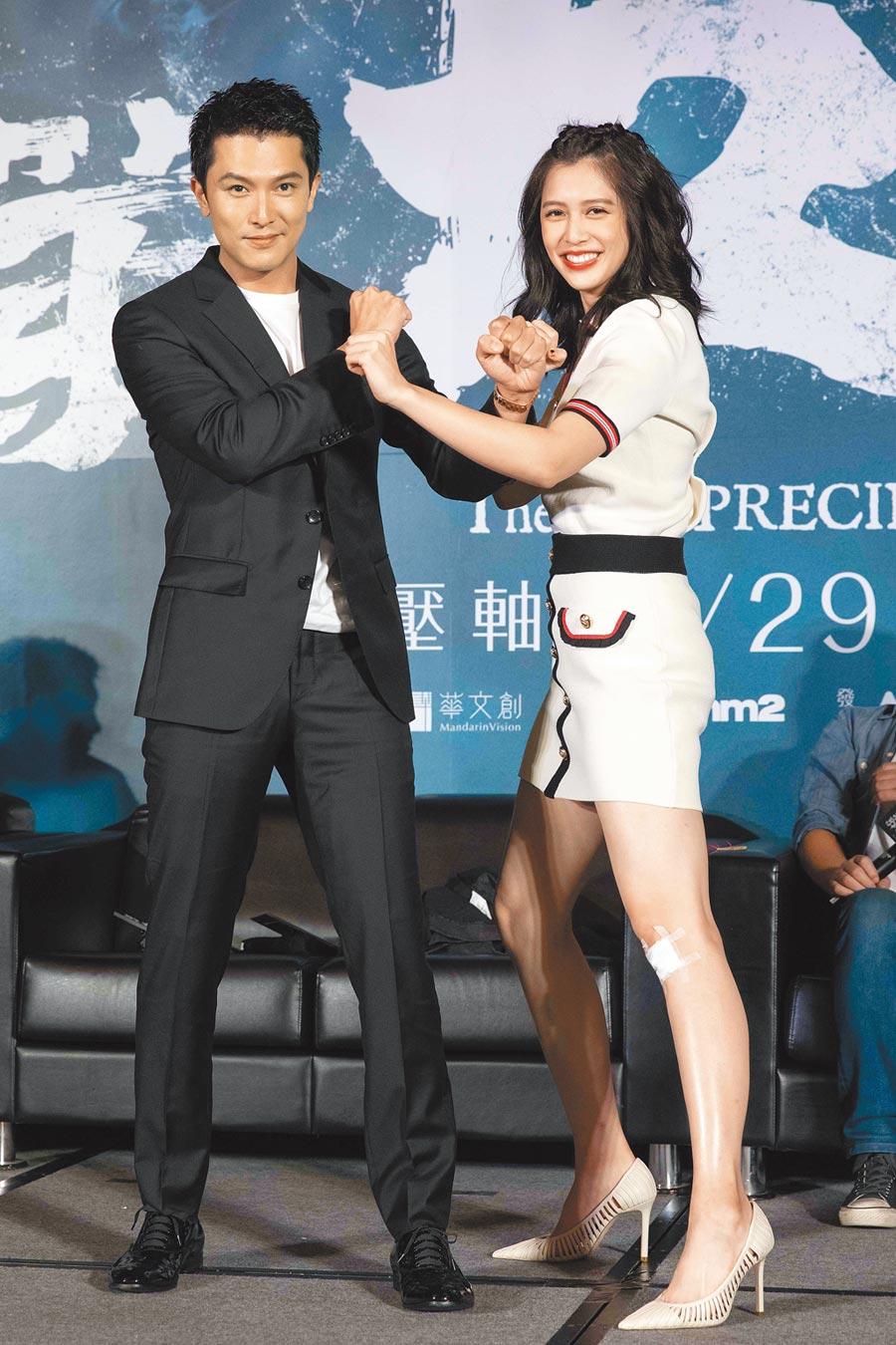 邱澤(左)跟劉奕兒在片中除了破鬼案,還有刺激打戲。