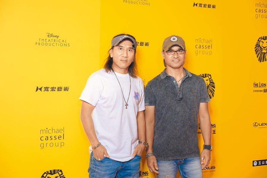 動力火車團員顏志琳(左)、尤秋興昨朝聖音樂劇《獅子王》。