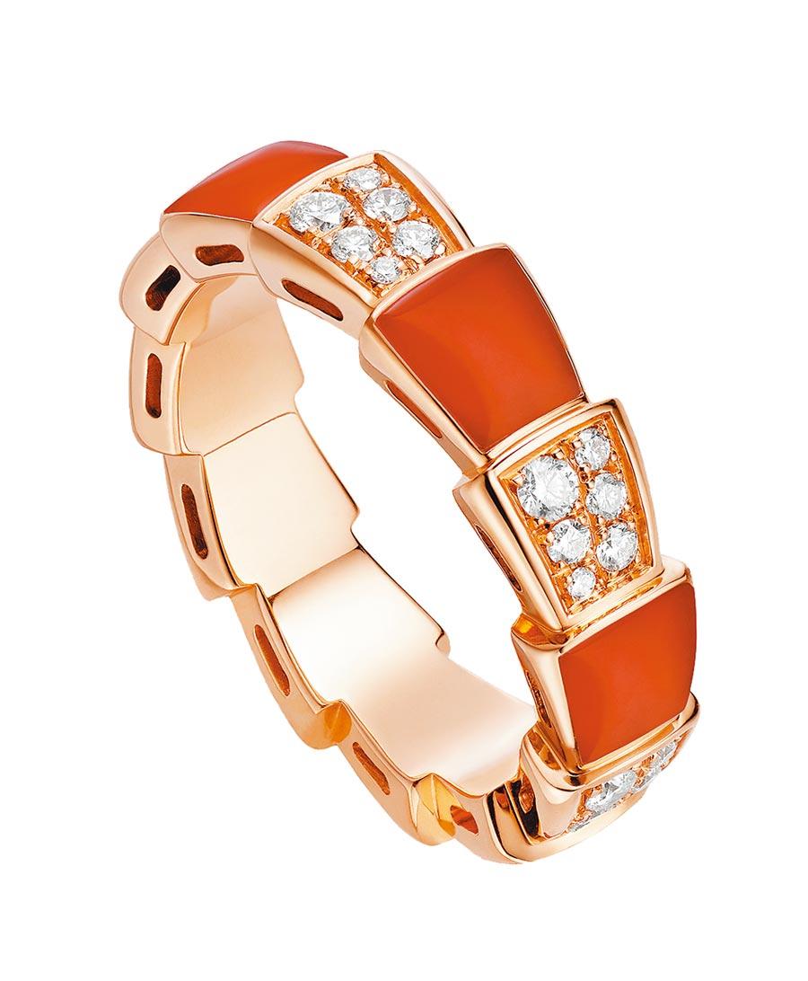 寶格麗SERPENTI VIPER玫瑰金紅玉髓鑽石戒指,約15萬900元。(BVLGARI提供)