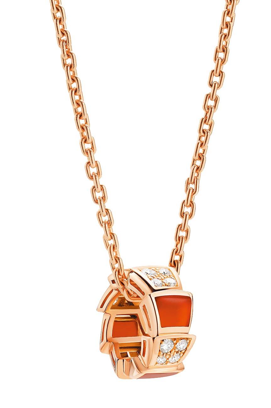 寶格麗SERPENTI VIPER紅玉髓與鑽石項鍊,約14萬5400元。(BVLGARI提供)