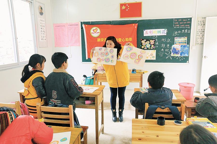 廣西柳州市小學上課情形。(中新社)