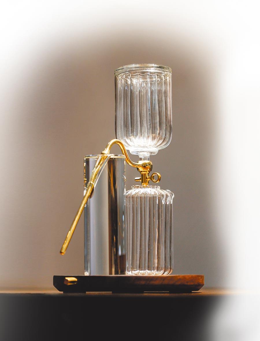 在歐美廣獲好評的「bi.du.haev」,新品「TIPA茶器組合臻藏版」將赴曼谷參展。(台創設計中心提供)
