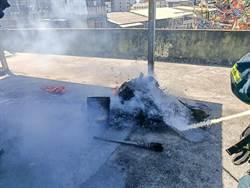 父子頂樓燒金紙  鄰居認火災嚇報警
