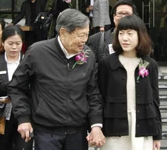 昔娶小54歲翁帆今仍健朗 96歲楊振寧曝長壽3秘密
