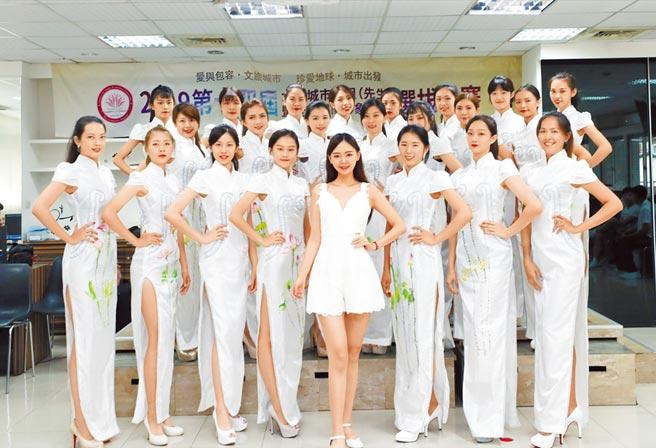 台灣高雄賽區主席木熙衣(中)勉勵參賽者勇於完成夢想。