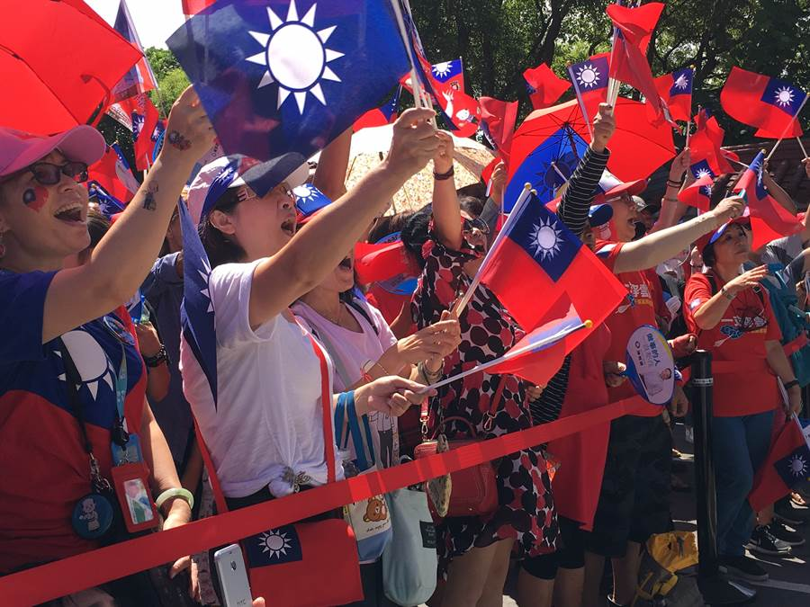 龜山壽山巖已擠滿熱情韓粉等待韓國瑜進場。
