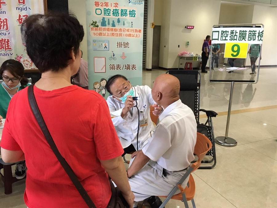 守護健康打擊癌症,民眾參與定期篩檢活動。(苗栗縣衛生局提供)