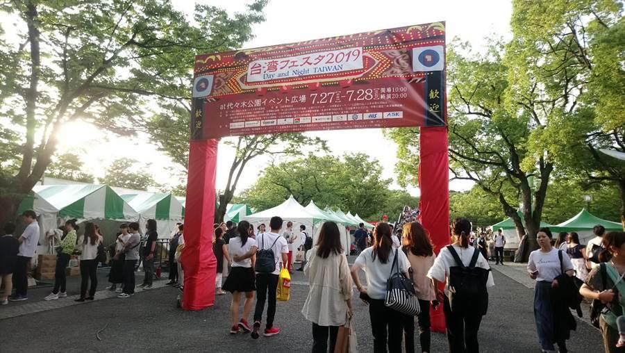 台中美食景點受好評,東京「台灣嘉年華」珍奶人氣爆棚。(圖/台中市府提供)