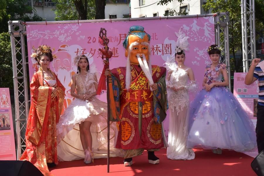 台北霞海城隍廟月老駐駕林園守姻緣。(葉書宏翻攝)
