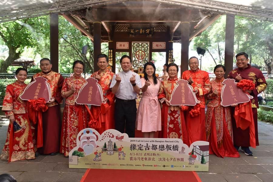 活動現場邀請四對相識林園或此拍過婚紗幸福結縭的夫妻出席。(葉書宏翻攝)