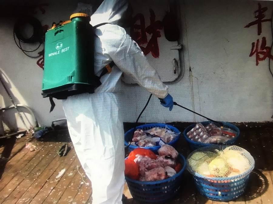 經清艙後發現有20公斤豬肉等製品。(陳淑娥翻攝)