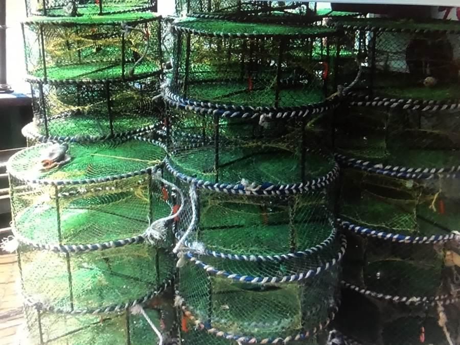 該船攜帶1000個蟹籠出港。(陳淑娥翻攝)
