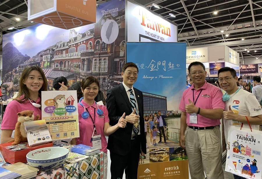 看好旅居新加坡10餘萬鄉親的潛力商機,金門縣府觀光處組團跨海推介。(縣府提供)
