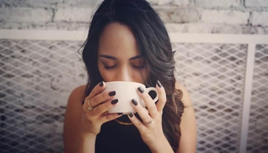 喉嚨痛可喝大蒜水,研究指出,3天能有效改善症狀。(圖/pixabay)