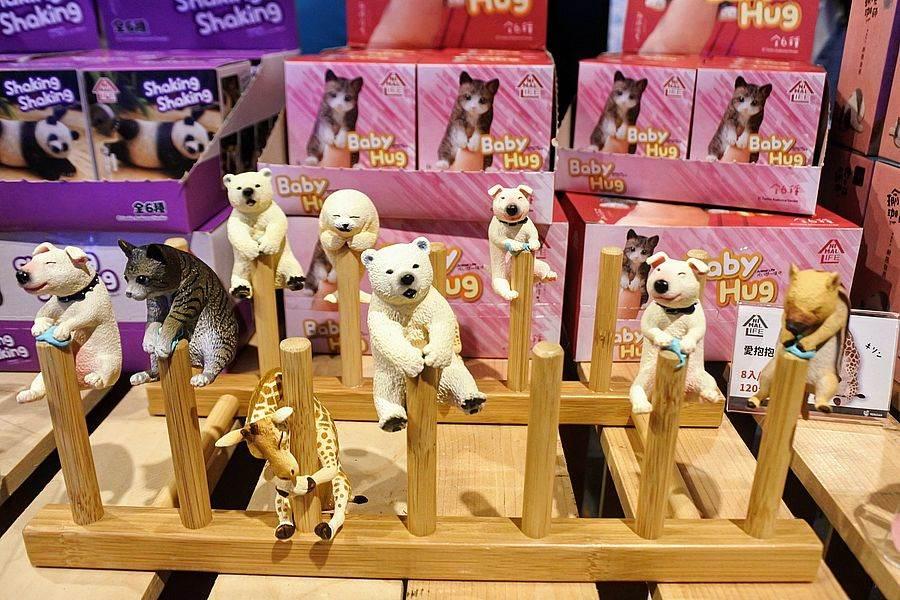 《朝隈俊男的Animal Life展售會》來了,看可愛動物公仔做瑜珈。