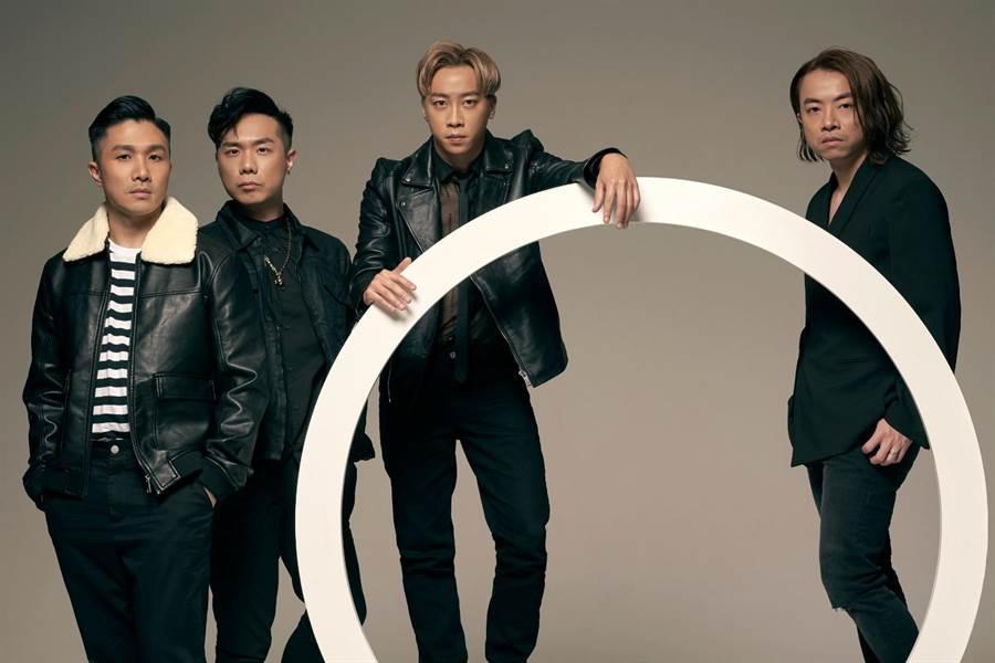 香港天團Supper Moment鼓手阿達(左起)、貝斯手CK、主唱兼吉他手Sunny、吉他手阿雞。(奇蹟娛樂提供)