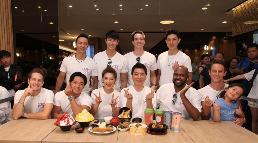 小禎(前排左三)、梁赫群(前排右四)與聯合國型男。(東森綜合台提供)