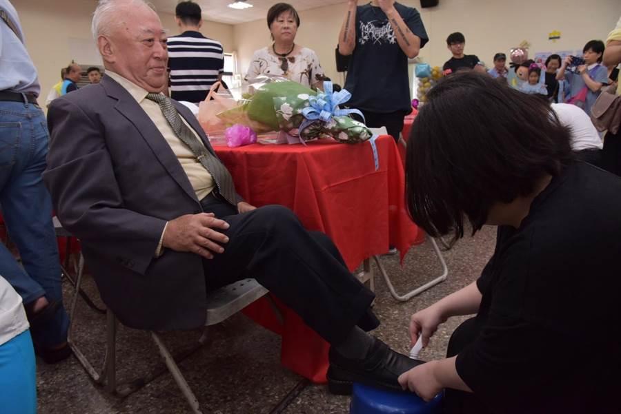 新北市中和區公所今(3)日舉辦「中和區108年模範父親表揚活動」。(葉書宏翻攝)