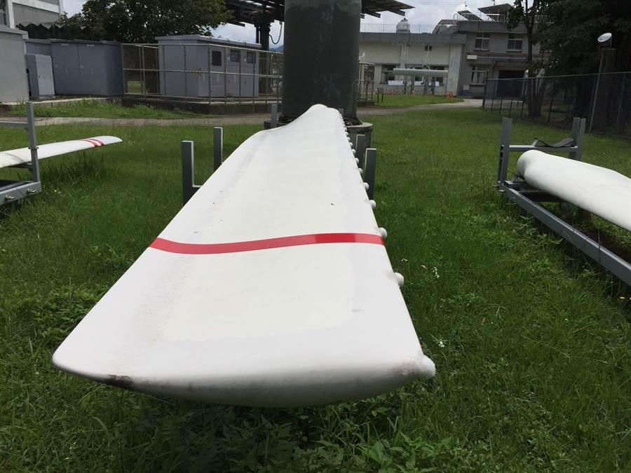 核能研究所彷座頭鯨胸鰭研發的風機葉片渦流產生器。(圖/原能會提供)